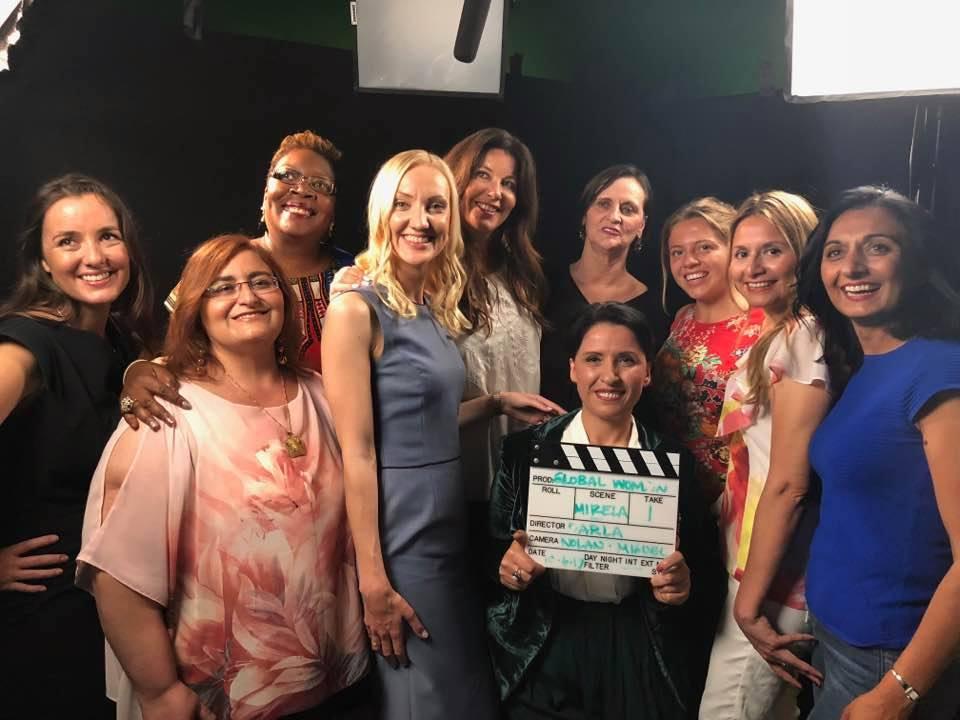 Suksesi i Global Woman ne Hollywood dhe fustanet pink